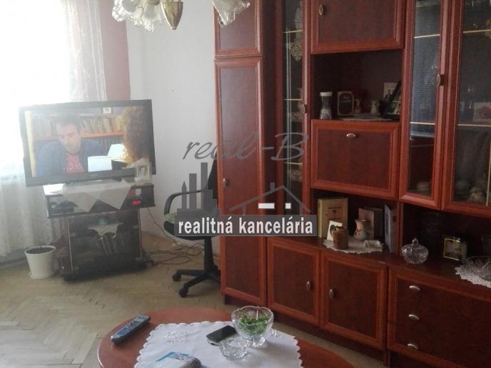 Pekný 3-izbový byt s balkónom pri Lučenci